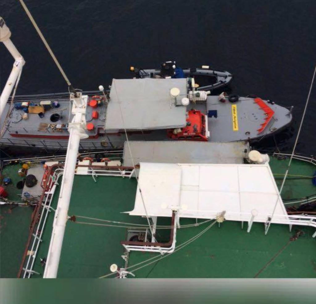 S200 alongside mother vessel